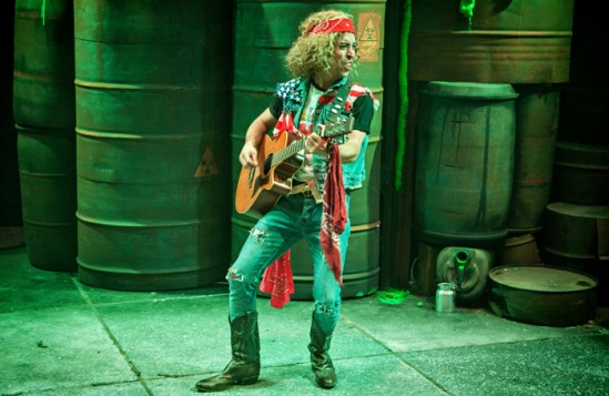 A-scene-from-The-Toxic-Avenger-at-Southwark-Playhouse26517679191_e249867863_h-549x357.jpg